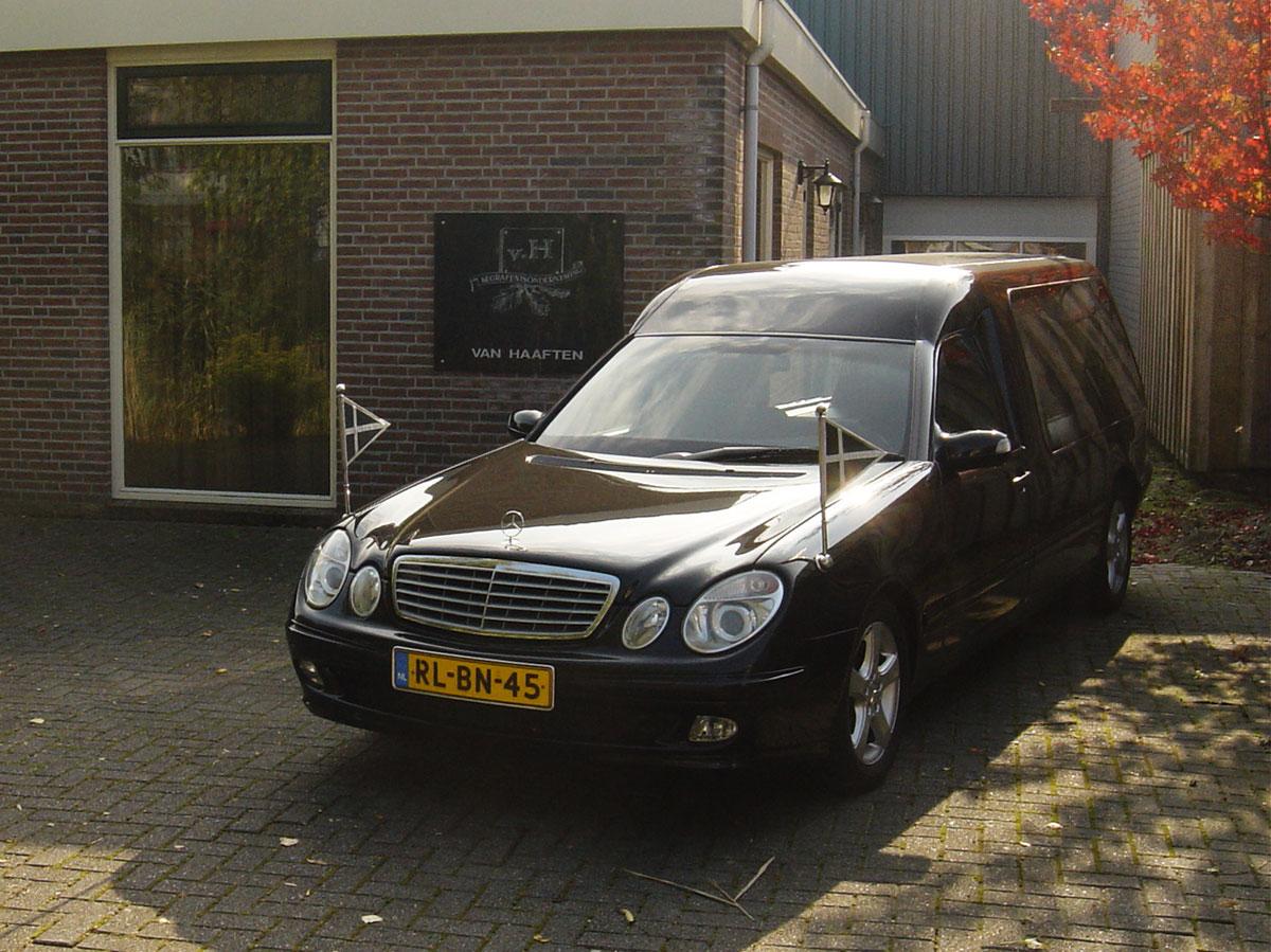 Rouwvervoer voor een uitvaart/begrafenis/crematie in Sint-Maartensdijk